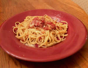 Tomato-dressed linguine